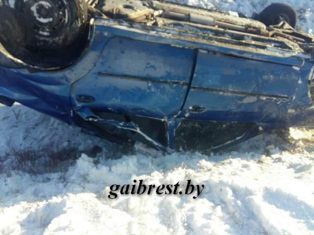 Перевернувшееся Рено в Березовском районе - двое пострадавших в больнице